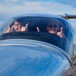 Strahlende Gesichter - Übergabe der neuen DA42-VI an die Piloten